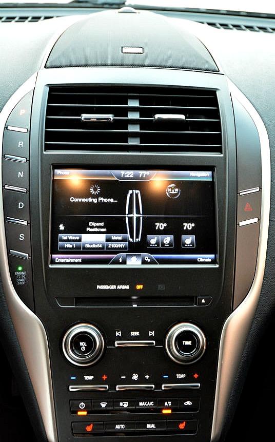 Lincoln MKC console