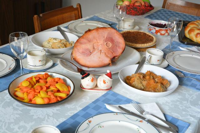 Honeybaked Ham Christmas Table