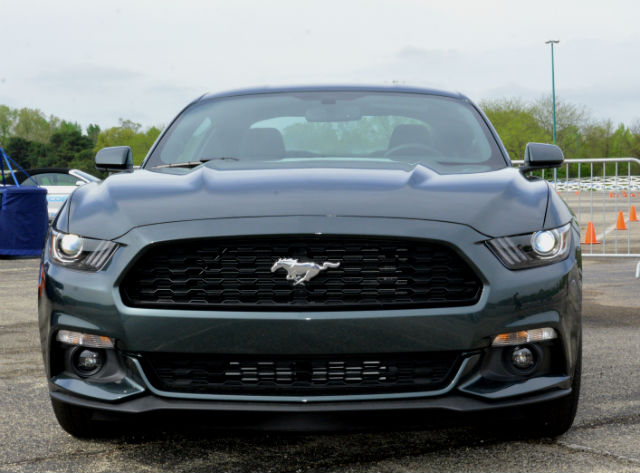 Black Ford Mustang 2015 Eco